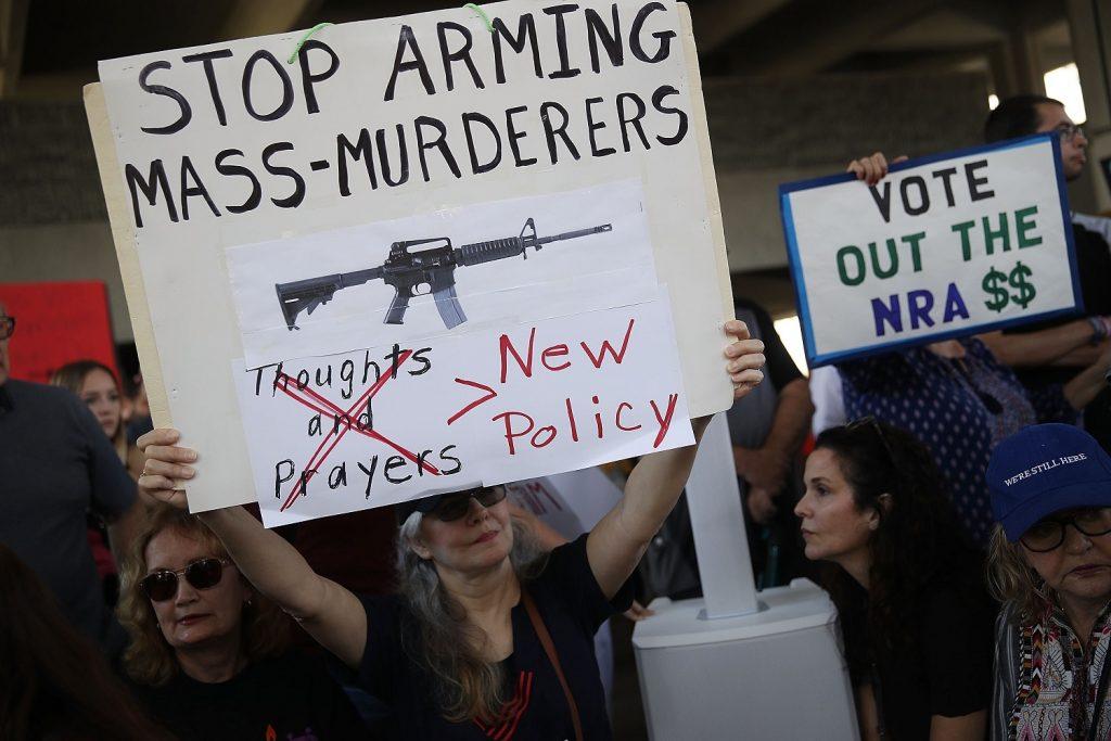 Les tueries se multiplient aux Etats-Unis, les actions des lobbys aussi !